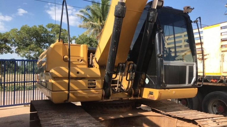 ขายด่วน---ขายถูก CAT 320D  085-7799776 พร้อมใช้งาน ไฟฟ้าครบ เล่มพร้อมโอน - Truck2Hand.com
