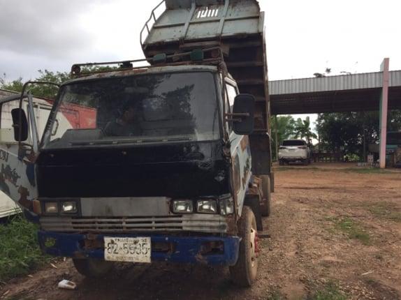 หกล้อดั้มพ์ฮีโน่KM310วางเครื่องWO4D120แรงมีใบคุมเครื่องพวงมาลัยเพาเวอร์ฟFหน้าหลังทะเบียน ม.79 - Truck2Hand.com
