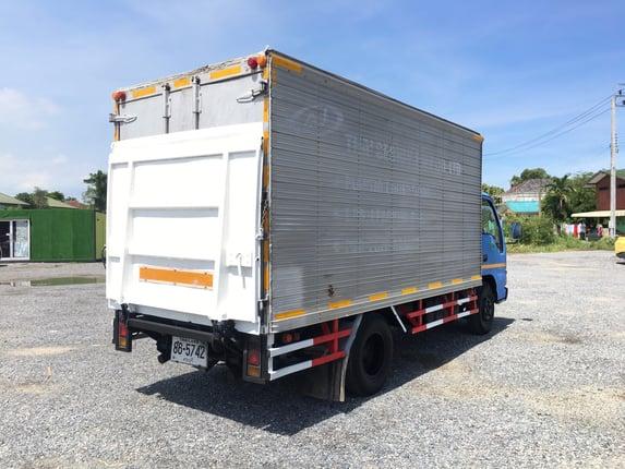 ขายรถบรรทุก 6 ล้อ ISUZU NKR 4 สูบ 130 แรงม้า(รถห้างแท้) ปี 2546   - Truck2Hand.com