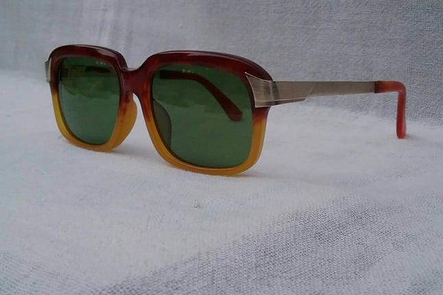 แว่นตาเจแปนิสอะซีเทตนอส-มือหนึ่ง (NOS/New Old Stock) สต็อคเก่าญี่ปุ่นทศวรรษ 1990sราคาโบนัสพิเศษ! กรอบ อะซีเทต-ลายกระฮาวานา + ก้านขาโลหะทองด้าน (Matte Gold)โมเดล สี่เหลี่ยม-คลาสสิค เลนส์กระจกคริสตัล หายาก สีเขียวธรรมชาติ Vintage JAPANESE ACETATE handmade in the 1990's in Japan - Truck2Hand.com
