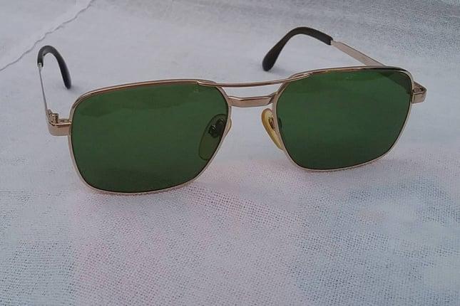 แว่นตาเทพเจ้าของชาวเยอรมัน 'โรเดนสต็อค : ทอร์โร' ราคาพิเศษ! วินเทจทศวรรษ 1960's ทองโกลด์ฟิลด์ 10K ล้ำค่า! สัดส่วนทองคำบริสุทธิ์ 41.66% โมเดล 'สี่เหลี่ยม-นักบิน-คลาสสิค' เลนส์กระจกคริสตัล 'สีเขียวธรรมชาติ' Vintage RODENSTOCK handmade in the 1960's in Germany - Truck2Hand.com