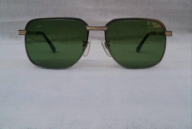 ฉลองพระเนตรแห่งองค์จักรพรรดิ  ผู้ให้กำเนิดแว่นตาสายพันธุ์ซาบาเอะ 'กูกิ มาซูนากะ' รุ่นพิเศษ 'เดอลุกซ์ ซีรีส์' งานสร้าง ค.ศ.2010 กรอบไททาเนียมบริสุทธิ์ ประดับงานทองเดินลาย เลนส์กระจกคริสสตัล หายาก 'สีเขียวธรรมชาติ' Authentic KOOKI MASUNAGA handmade in the 2010 in Sabae, Japan - Truck2Hand.com