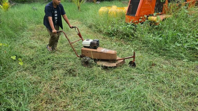 ขาย รถตัดหญ้า แบบใบมีด ยี่ห้อ HONDA ขนาด 5.5 แรง มีเกียร์เดินหน้า เก่าญี่ปุ่นแท้ พร้อมใช้งาน 18,000- - Truck2Hand.com