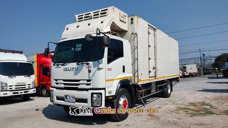 ขาย Isuzu FTR 240 ปี60 หกล้อตู้เย็นแสตนเลส 240 แรงม้า สนใจโทร : 062-1975844 หนึ่งค่ะ - Truck2Hand.com